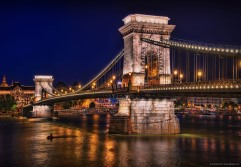 chain bridge in budapest site